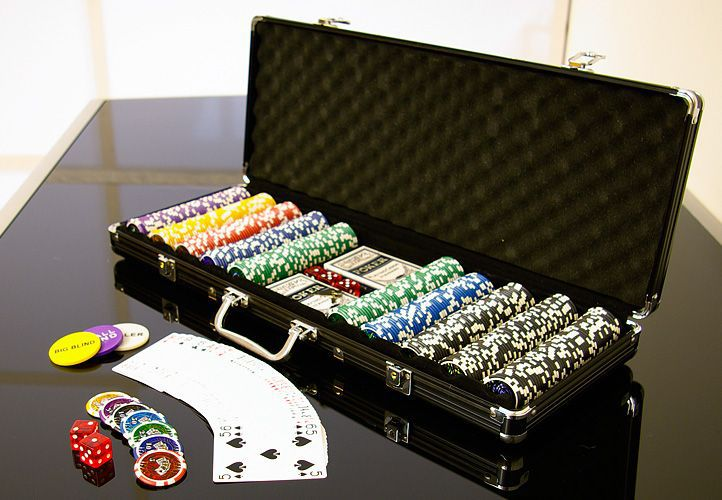 Póker készlet, 500 db-os zseton – OCEAN BLACK EDITION, értéke 5-1000